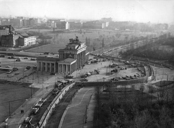 Mur Berliński obok Bramy Brandenburskiej