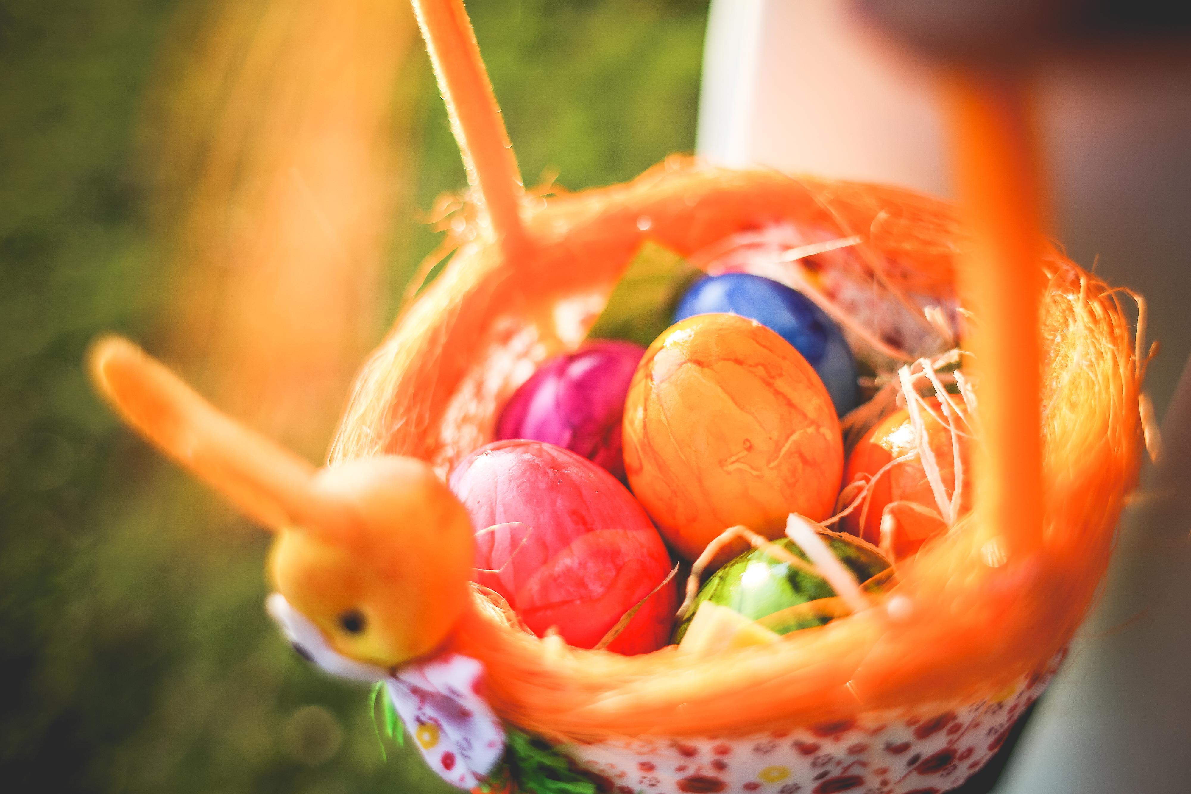 Wielkanoc w Niemczech koszyk z pisankami