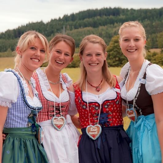 niemiecka sukienka ludowa
