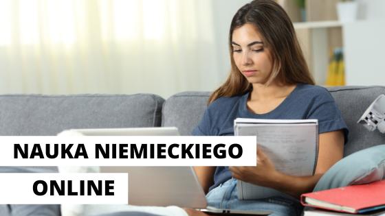 dziewczyna uczy się niemieckiego przy komputerze